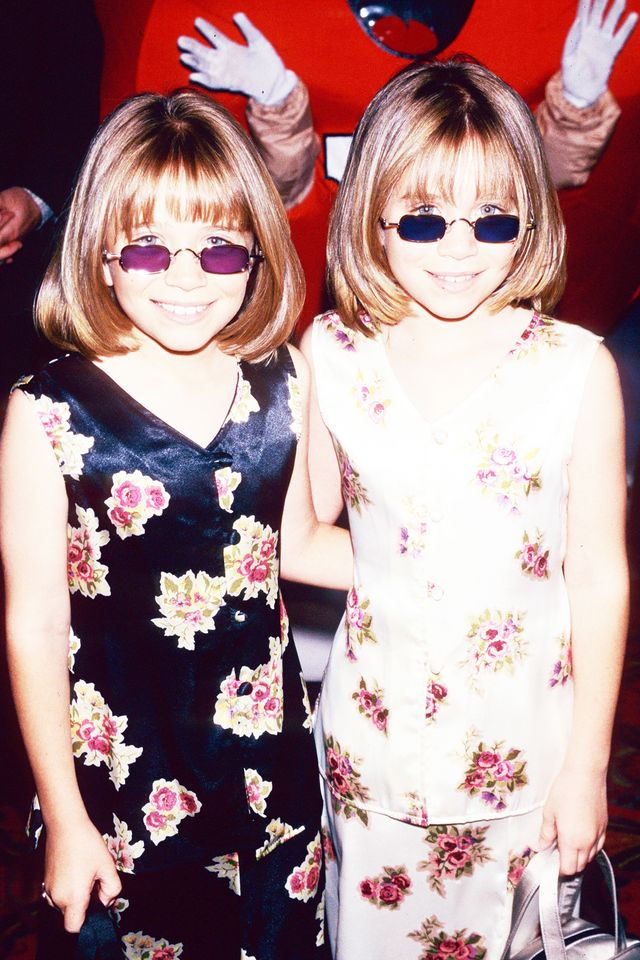 90s fashion: The Olsen Twins wearingn tinted sunglasses