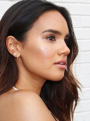 How to Pull Off Glossy Skin Without Looking Greasy