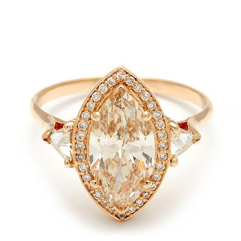 Marquise Bea Halo Ring in Yellow Gold and Champagne Diamond