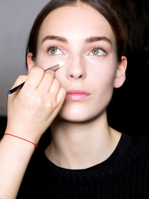 Makeup Artists Say These Are the Best Concealers for Oily Skin