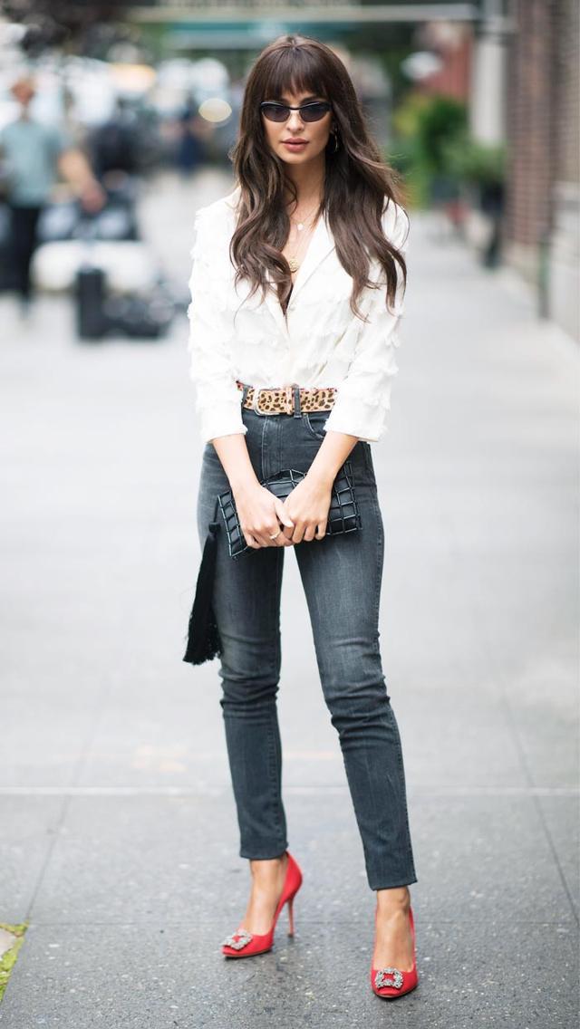 Emily Ratajkowski skinny jeans