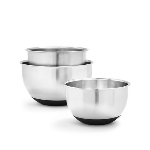 Sur la table kitchen essentials are on sale now mydomaine for Sur la table mixing bowls