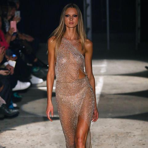 model-naked-runway-mms-sex