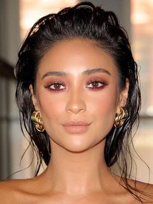 These Celeb-Inspired Shimmery Eye Makeup Looks Are Mesmerising