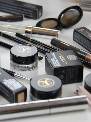 """Anastasia Beverly Hills Is Giving Away a Limited-Edition """"Brow Book"""""""
