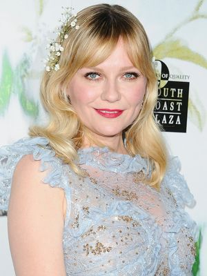 Kirsten Dunst Draped Real Flowers All Over Her Stunning Red Carpet Look