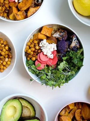 How to Build a Highly Instagrammable (and Highly Nutritious) Rainbow Bowl