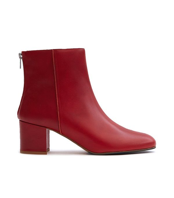 Mei Boot in Ruby Red