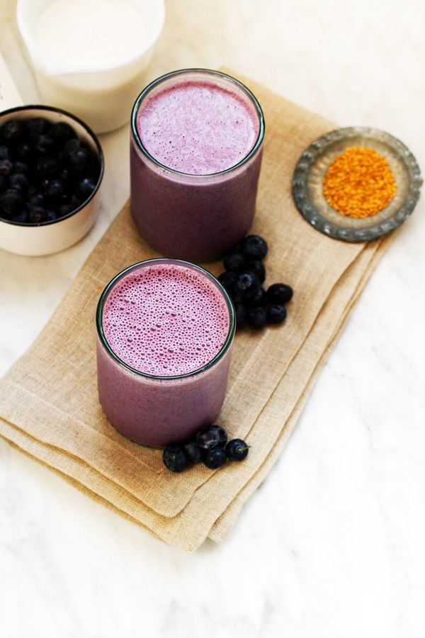 FOR BREAKFAST: Blueberry Banana Almond Smoothie