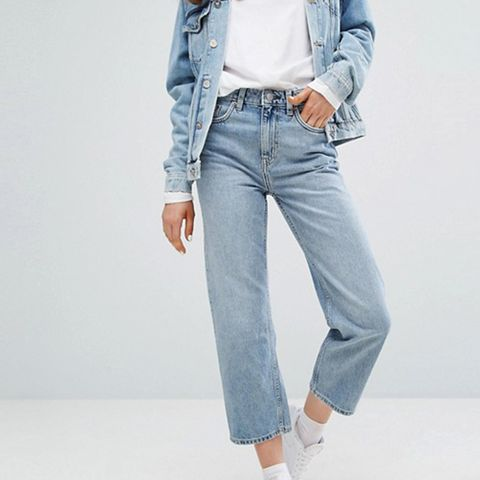 Voyage Mid Rise Crop Mom Jeans