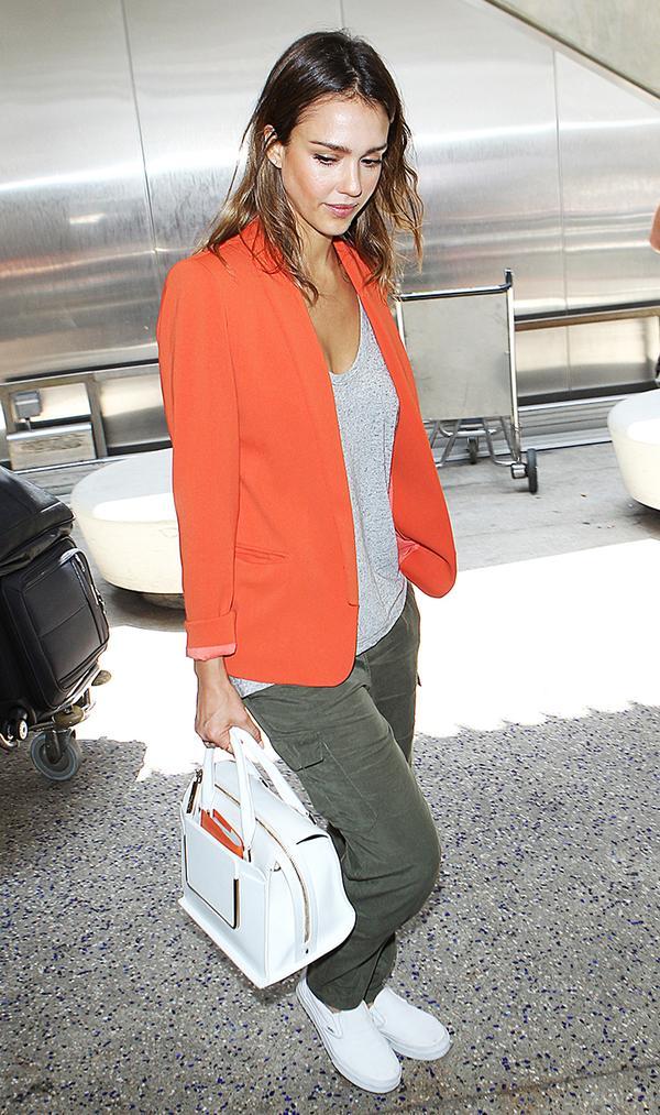 jessica alba airport orange jacket white vans