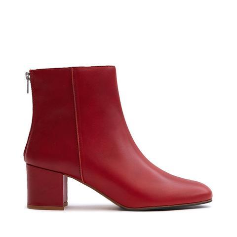 Mei Boot in Ruby Red
