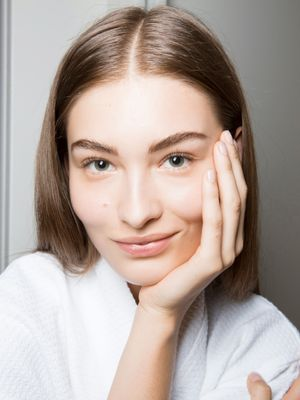 3 Things Skin Pros Do Every Single Day (And 3 Things They Avoid)