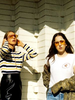 Haim's Makeup Artist Explains the Key to Pulling Off a Cali-Girl Look