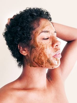 PSA: This Turmeric Face Mask Is the Secret to Diminishing Dark Spots