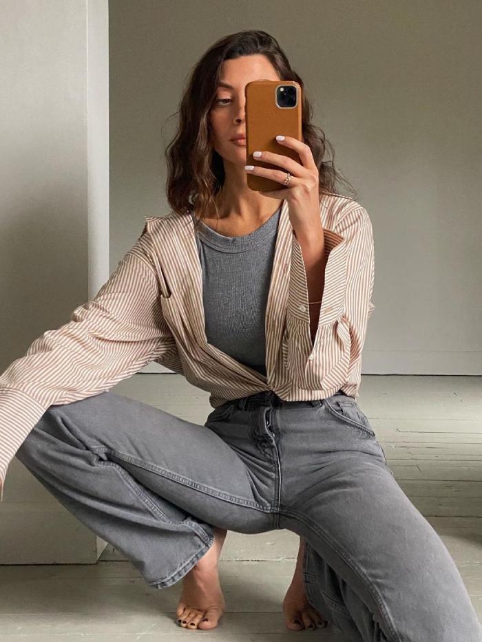 best high-street jeans: smyth sisters wearing zara jeans