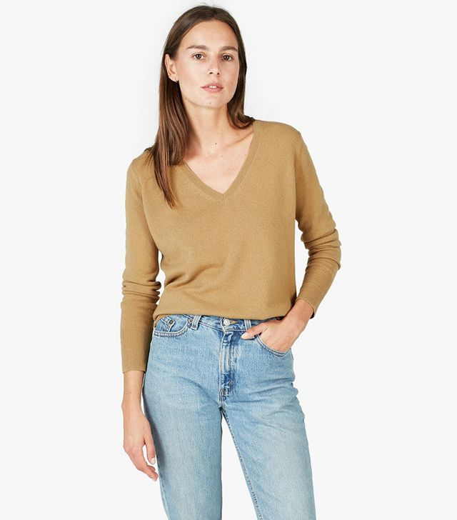 Women's Cashmere V-Neck Sweater by Everlane in Camel, Size S