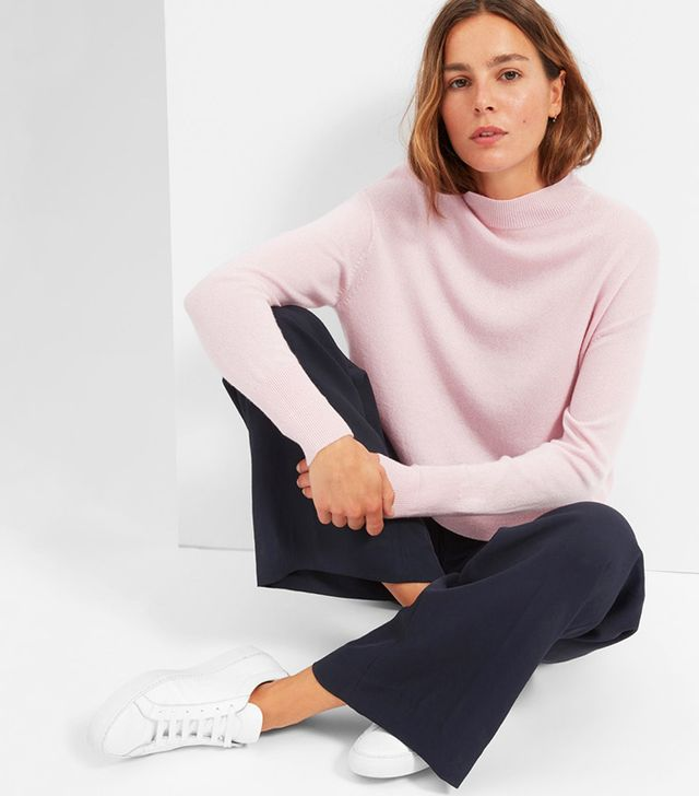 Everlane The Cashmere Crop Mockneck in Soft Pink