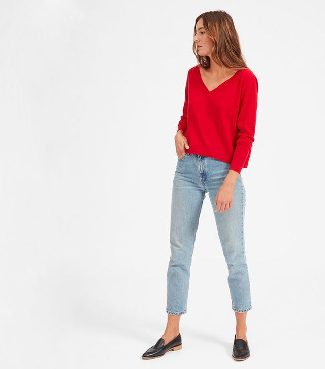 Everlane The Cashmere Crop V-Neck in Ruby