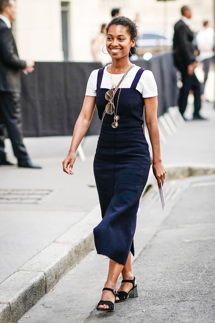 7 Denim Jumper Outfits Fashion Girls Are Wearing