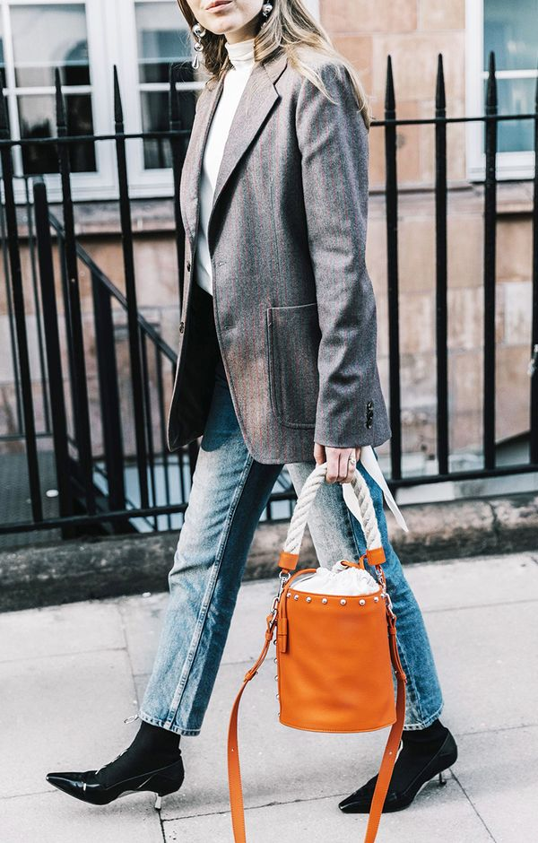 How to Wear Bright Colors in the Winter Street Style: Invest In a Bright Bag