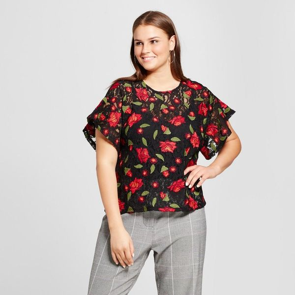Plus Size Short Sleeve Embroidered T-shirt