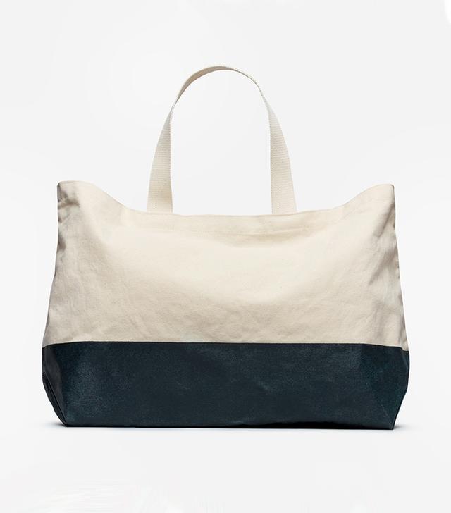 Women's Beach Canvas Tote Bag by Everlane in Natural / Dark Navy