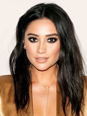 Fact: Shay Mitchell Has Amazing Hair, Here Are 14 of Her Best Moments