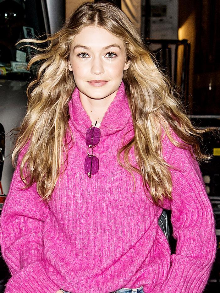 Gigi Hadid street style p9n ksweater