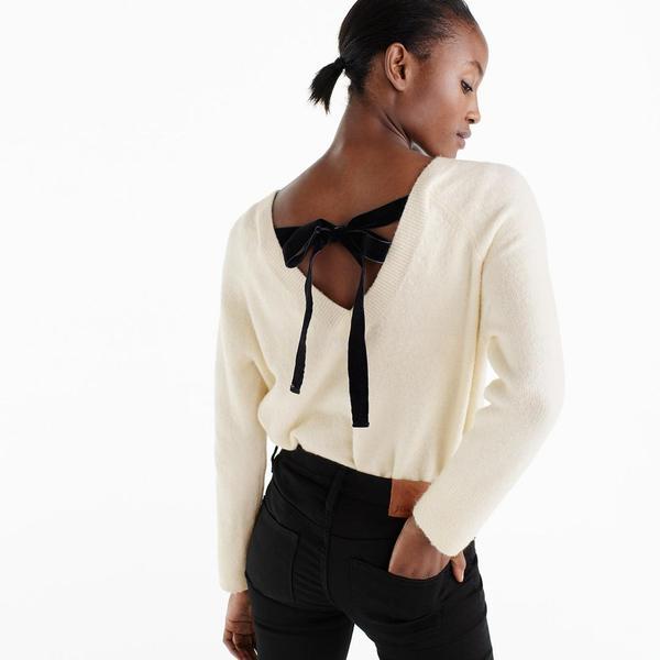 V-back sweater with velvet tie