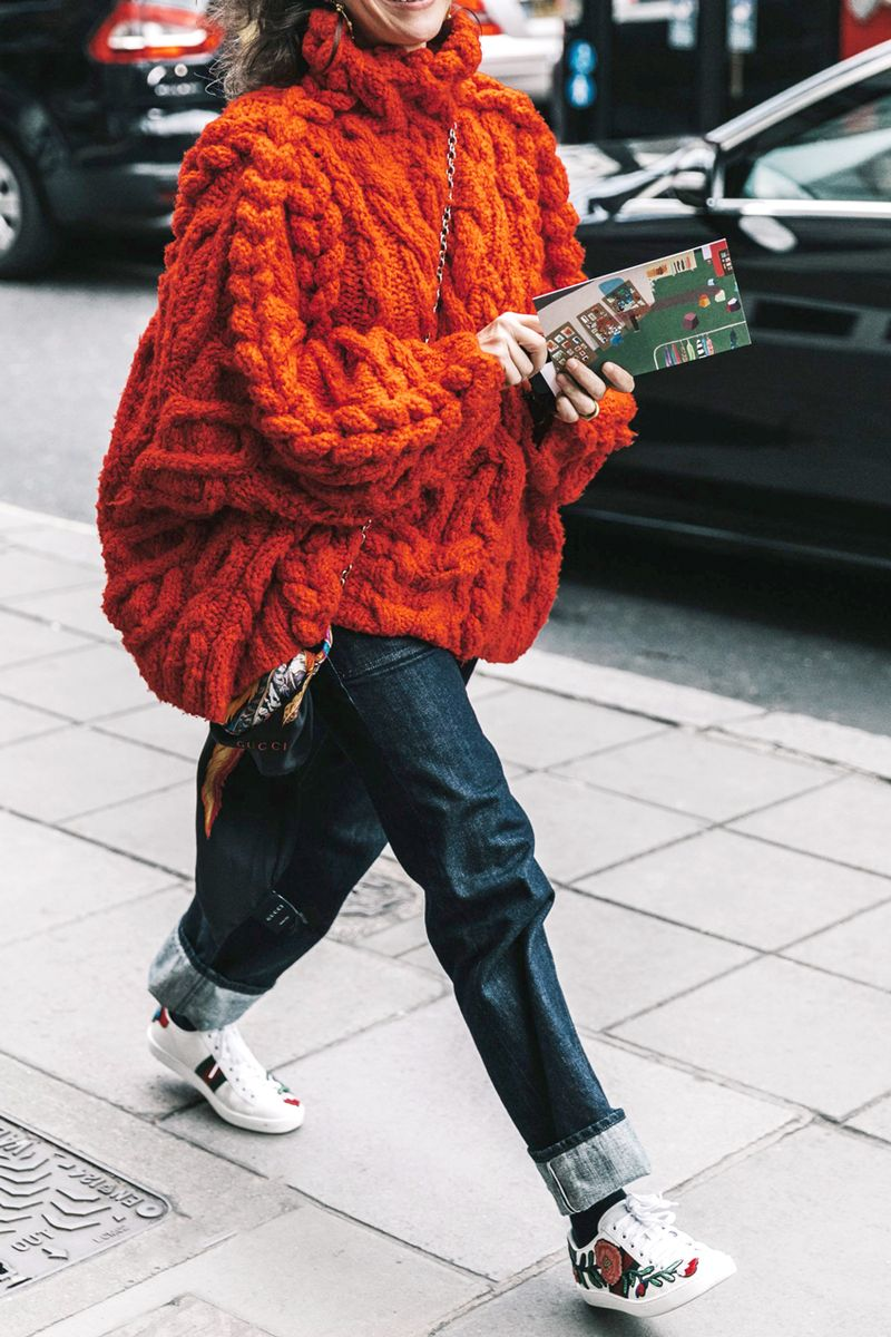 f7191cbcfda Save These 11 Oversize-Sweater Outfit Ideas for the Dead of Winter ...