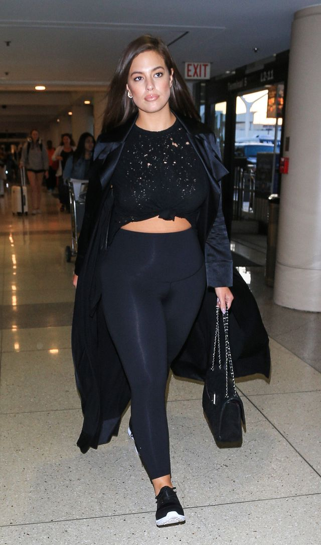Ashley Graham's all-black ensemble is a never-fail solution for a chic, comfortable airport look. Plus, it's easy to replicate. Just pair your favorite stretchy pants with a tied-up...