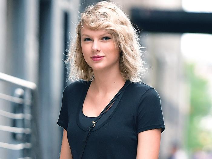 Taylor Swift SNL performance 2017