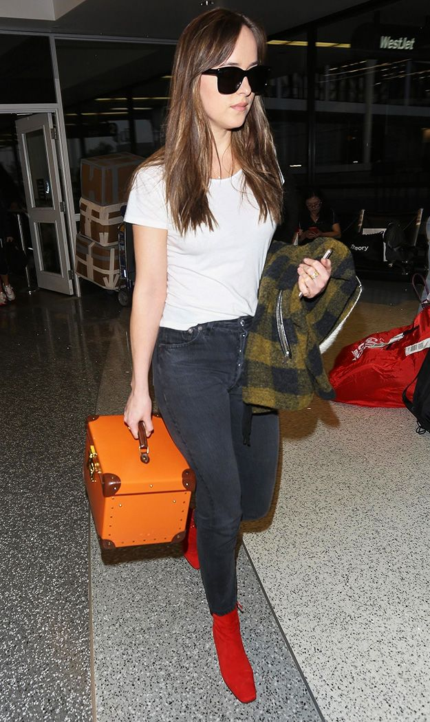 dakota johnson airport outfit