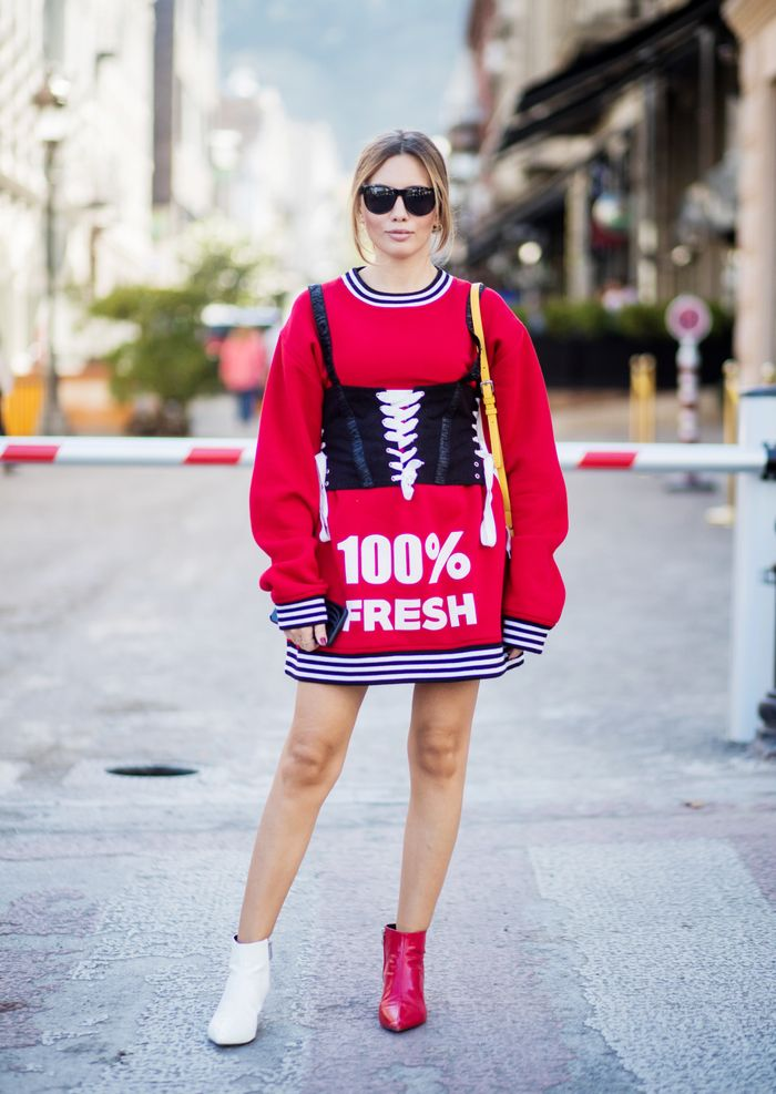 How to Wear the Mismatched Shoe Trend