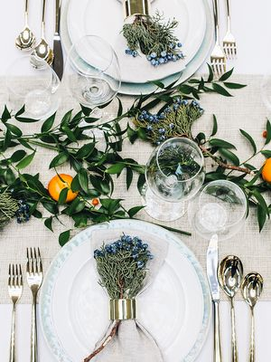 This Holiday Table Setting Looks So Expensive (But Isn't)
