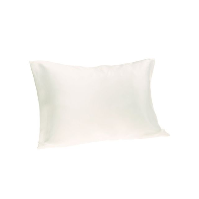 This Silk Pillowcase Has 2500 5 Star Reviews On Amazon