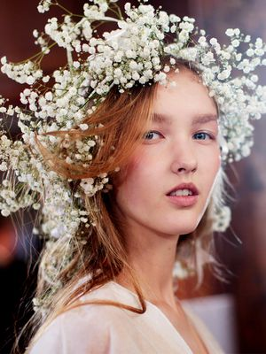 7 Bridal Hair Accessories That Aren't Even a Tiny Bit Old-Fashioned