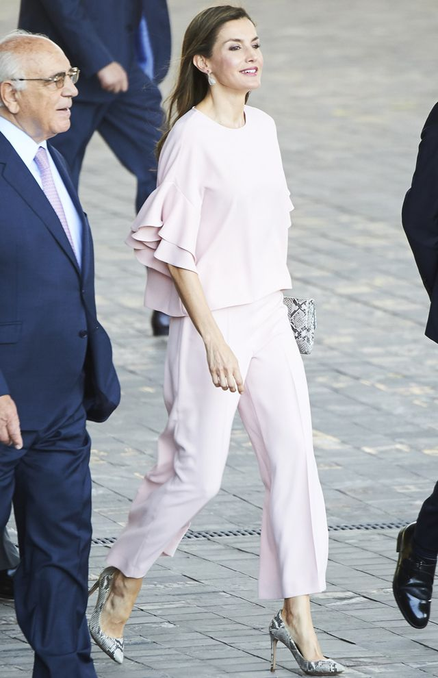 On Queen Letizia: Zara top and pants