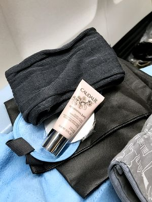 2 Beauty Products French Girls Would Never Use on an Airplane
