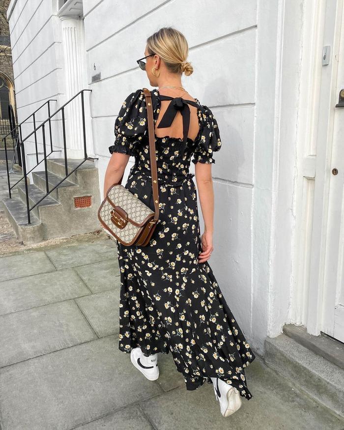 What to Wear to the Pub: @belleandbunty wears a maxi dress
