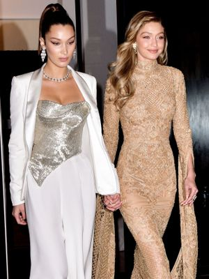 Yes, Bella Just Saved Gigi From Another Wardrobe Malfunction