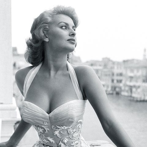 sophia loren style: a cinched in waist on a white dress