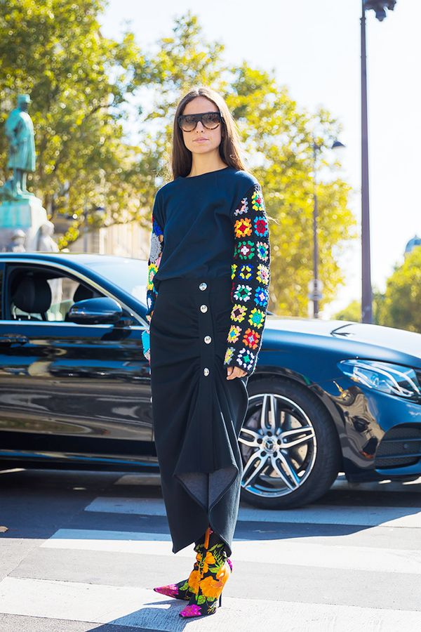 A navy sweater is somehow one of those wardrobe staples we all seem to have. With a black pencil skirt, it makes for the kind of refined and polished attitude we look for in our work wardrobe.
