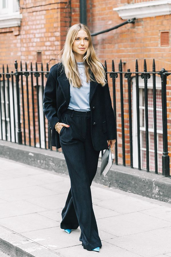 Navy trousers keep a black blazer from looking likeit was meantfor acorporateboardroom.