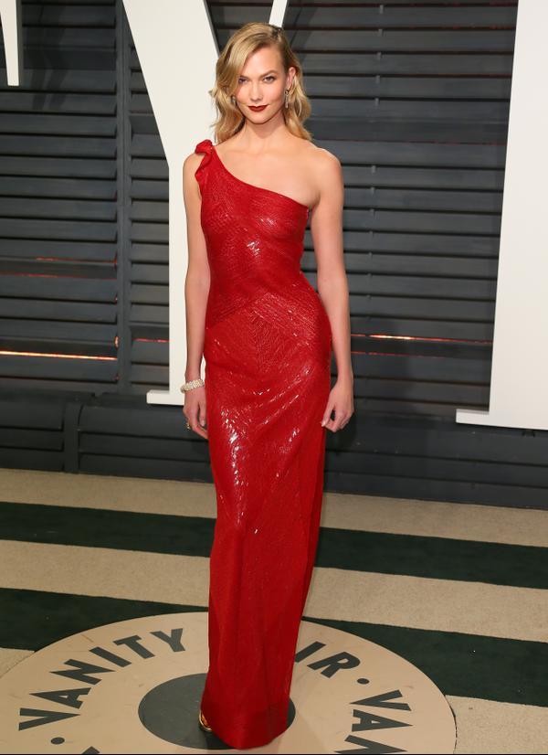 Who:Karlie Kloss What: The2017 Oscars Vanity Fair Party Wear:Naeem Kahn