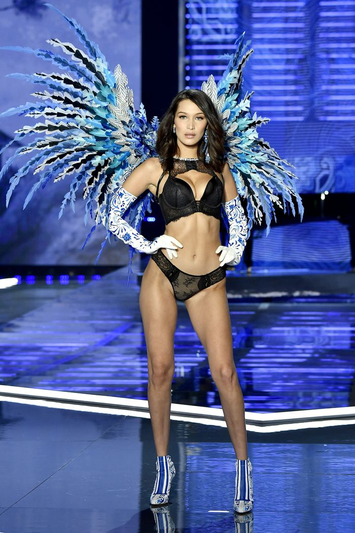 Victoria 39 S Secret Fashion Show 2017 Runway Who What Wear
