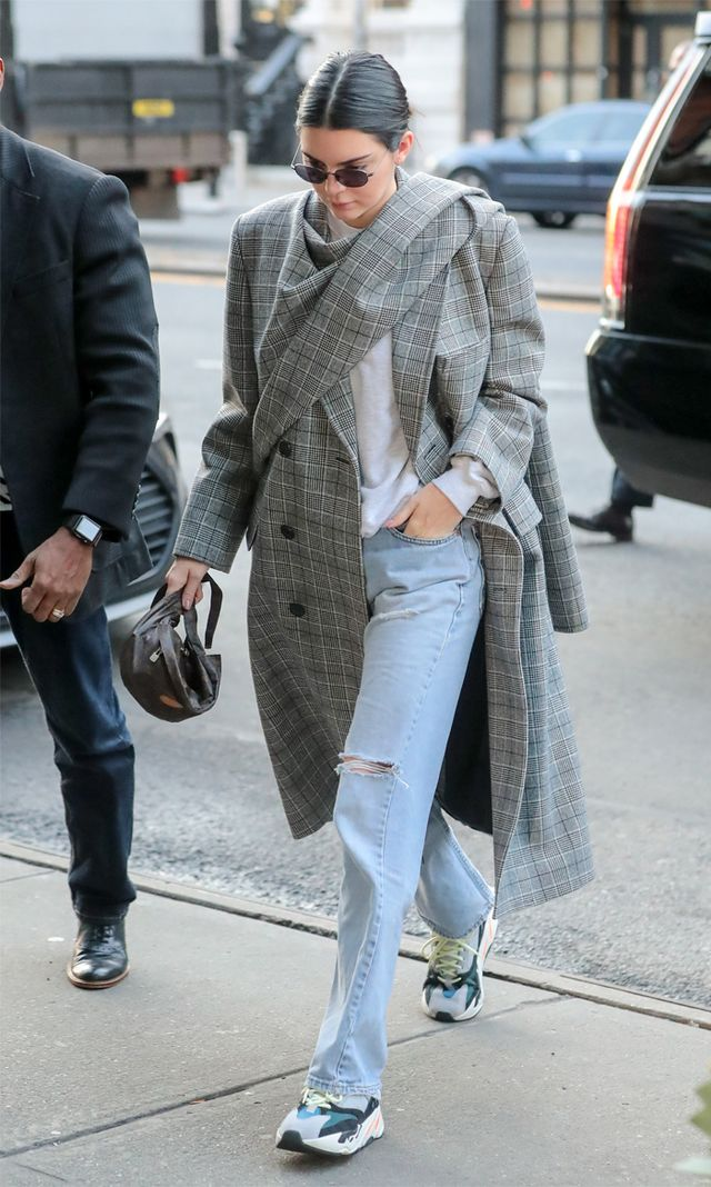 Kendall Jenner straight leg jeans and trainers
