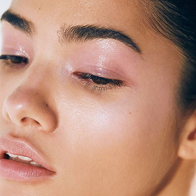 How to Pull Off Glossy Eye Shadow Without It Creasing by 2 P.M.