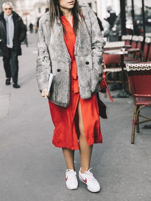 15 Cute Outfits to Wear With Tennis Shoes